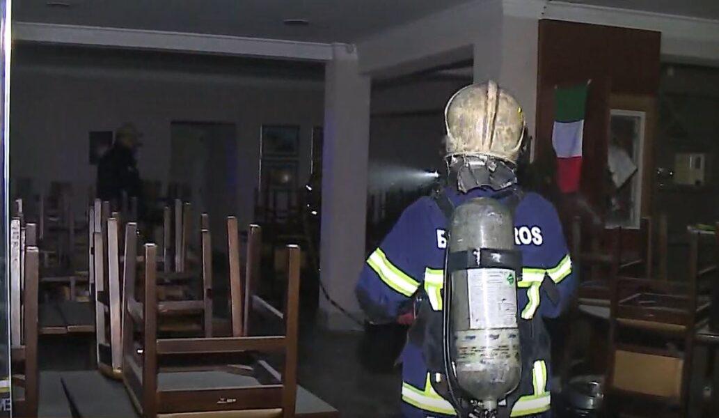 Princípio de incêndio é controlado por bombeiros em restaurante no Centro Cívico, em Curitiba