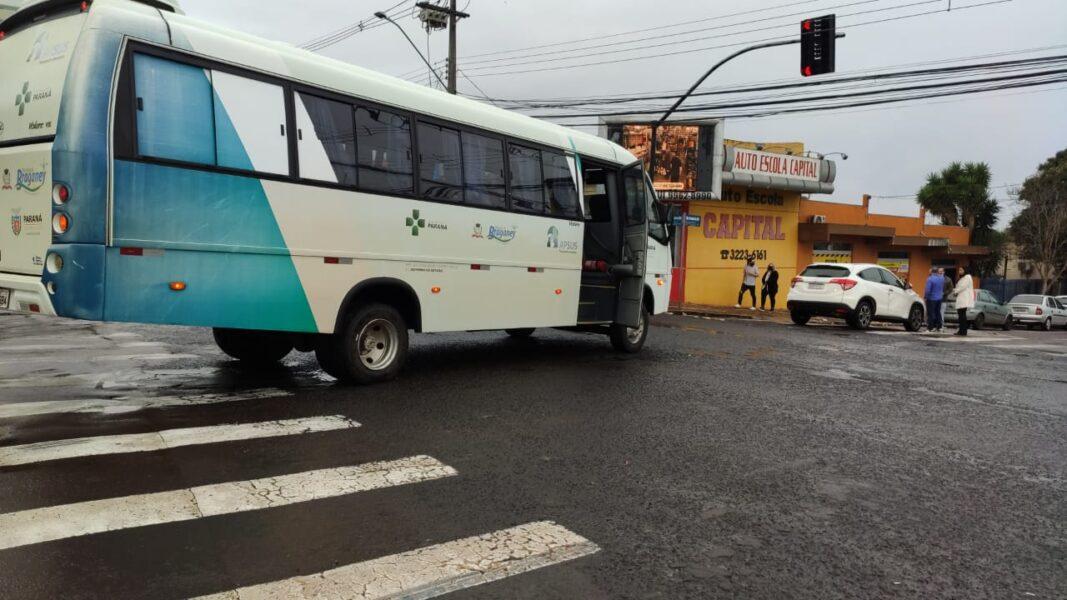 Ônibus da Saúde de Braganey se envolve em acidente, em Cascavel