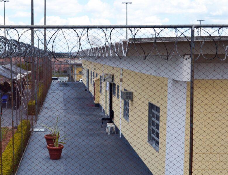 Quatro funcionários são mantidos reféns em rebelião na Penitenciária de Ponta Grossa