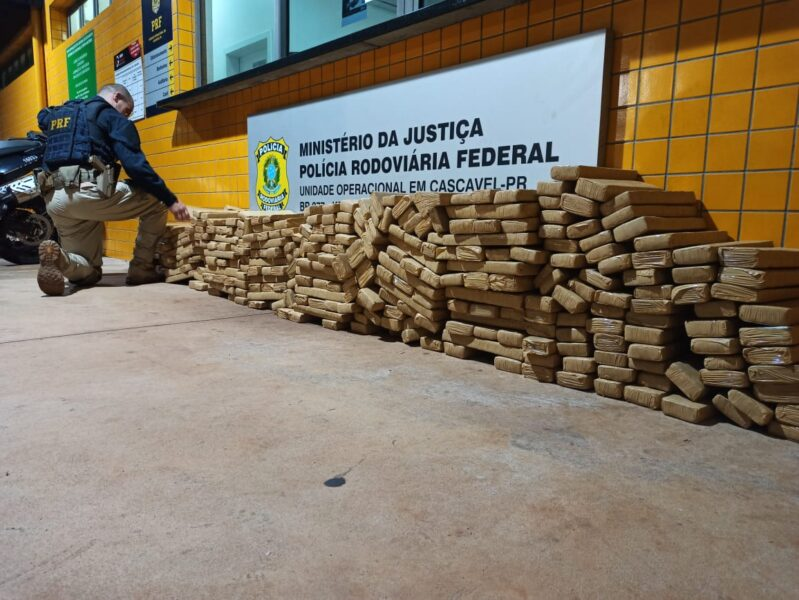 PRF apreende 317 quilos de maconha na BR-467, em Cascavel