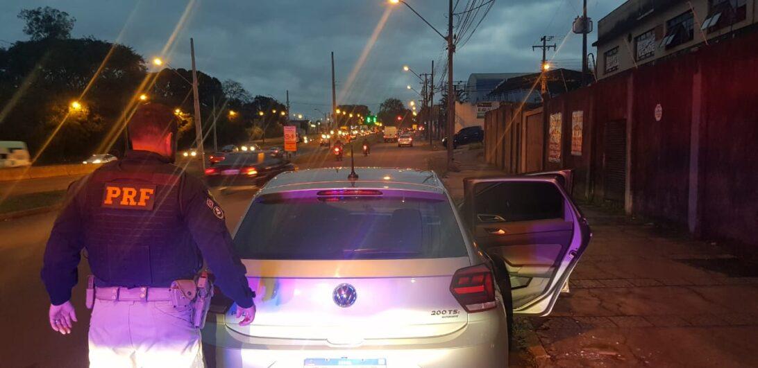 Menores de idade são encontrados em veículo roubado, em Londrina