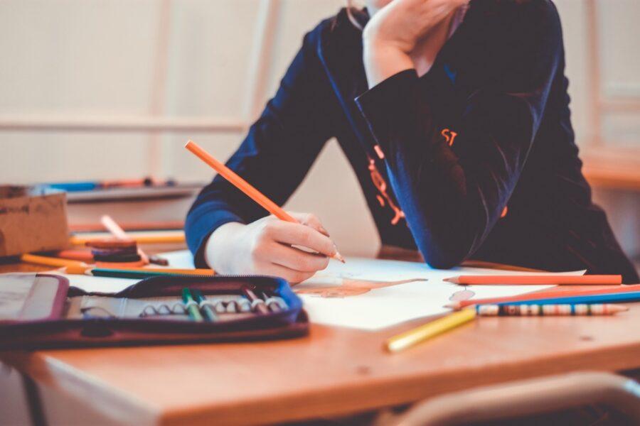 Alunos com mais de 18 anos poderão concluir o ensino médio em um ano e meio
