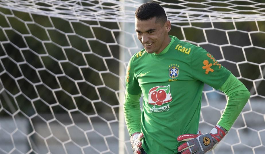 Goleiro Santos, do Athletico, é convocado por André Jardine para a disputa das Olimpíadas