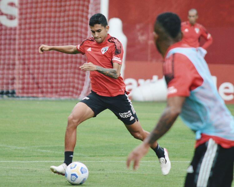 São Paulo inicia preparação para enfrentar Atlético-MG; dupla de lesionados faz atividade no campo