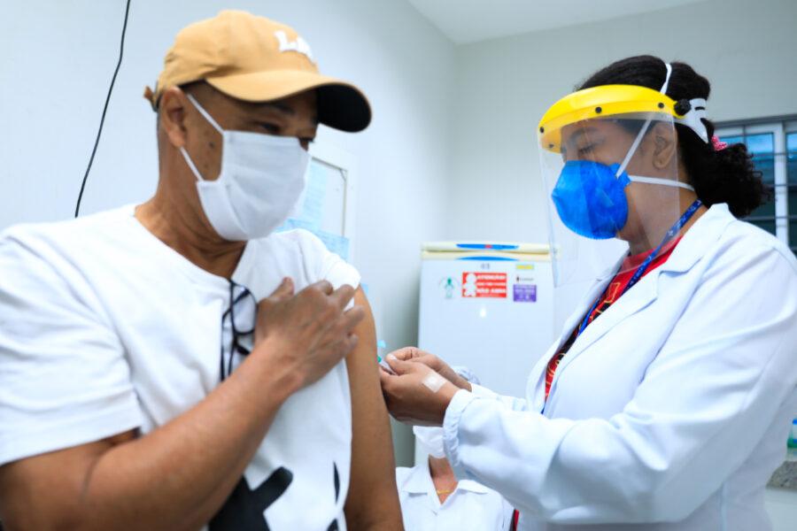 3ª etapa da vacina contra a gripe atinge pessoas com comorbidades, funcionários de transportes e presos