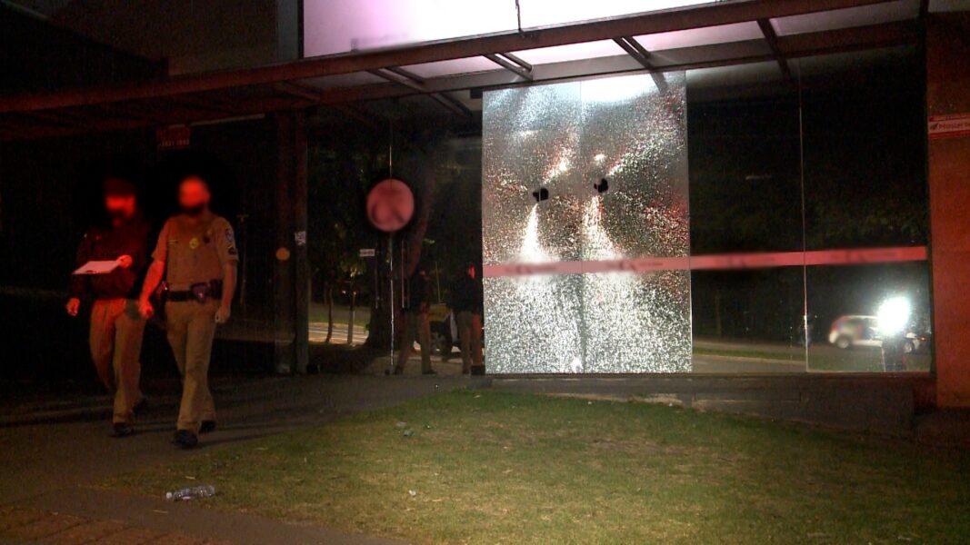Lojas de galeria de Londrina são danificadas por diversos tiros