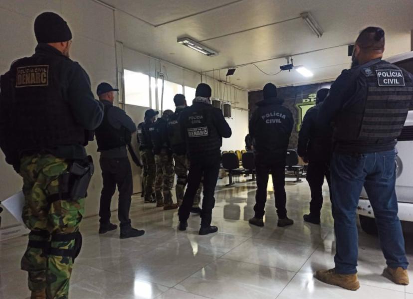 Suspeitos de tentativa de triplo homicídio são presos na Grande Curitiba; um continua foragido