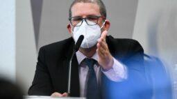 """""""Brasil precisa urgentemente parar por 3 semanas"""", afirma epidemiologista"""