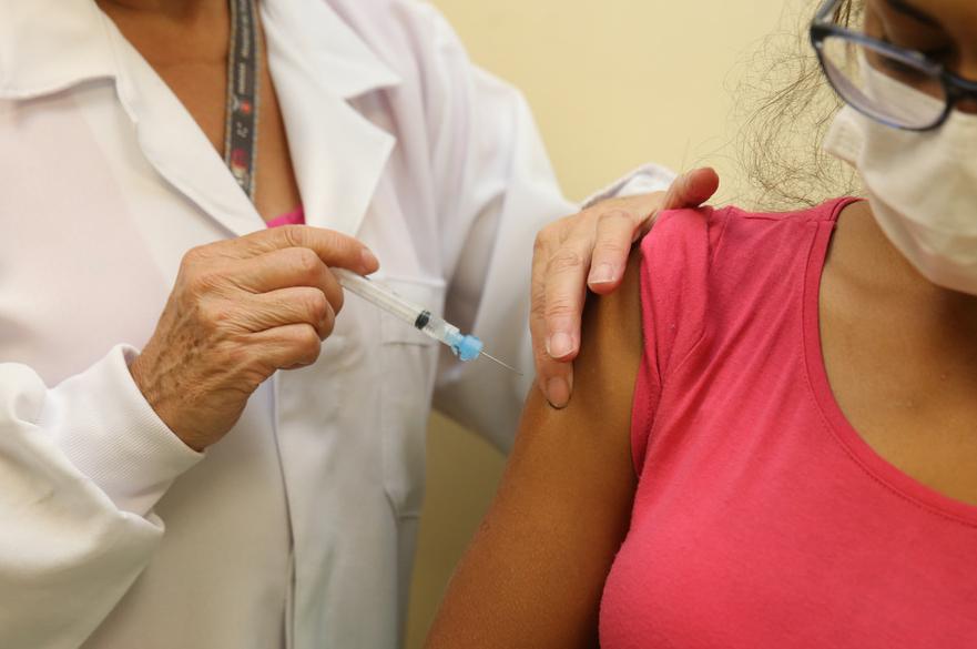 Curitiba amplia vacinação para pessoas do grupo geral com 42 anos ou mais nesta terça (6)