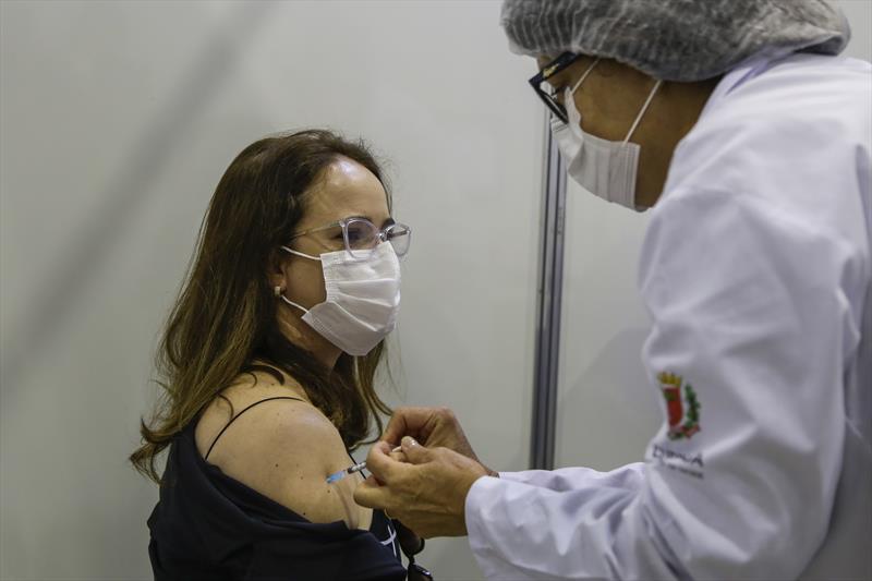 Curitiba ultrapassa 600 mil vacinados contra Covid-19
