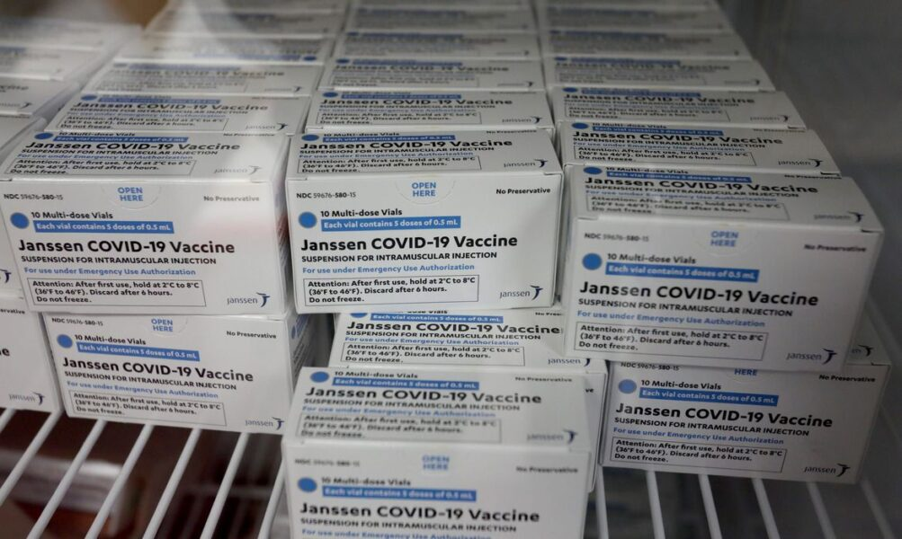 Primeiro lote com 1,5 milhão de doses de vacina da Janssen chega ao Brasil