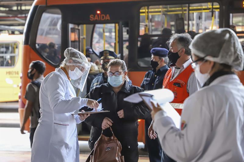 Em três horas, mais de 5 mil são vacinados contra a gripe em terminais de ônibus