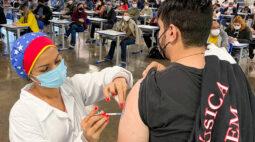 Covid-19: Maringá vacina público geral de 45 anos na segunda-feira (21)