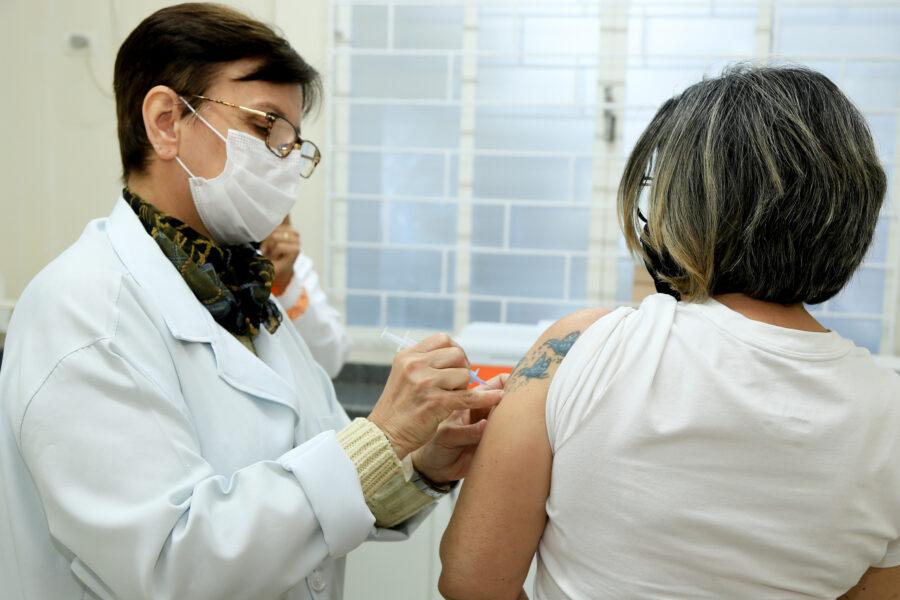 Maringá inicia vacinação de pessoas com 41 anos ou mais na segunda-feira (28)