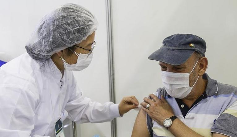 Curitiba começa a vacinação de caminhoneiros com 30 anos ou mais na terça-feira (28)