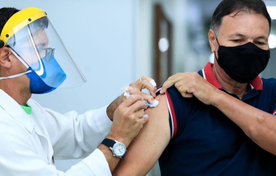 Maringá vacina pessoas com 44 anos completos ou mais a partir de terça-feira (22)