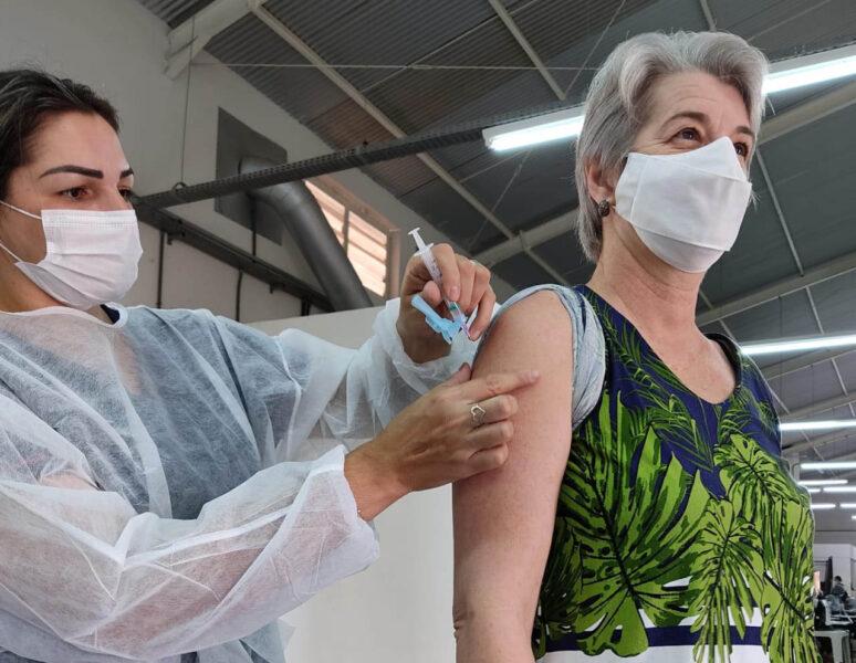 Paraná ultrapassa marca dos 200 mil profissionais da Educação Básica vacinados contra Covid-19