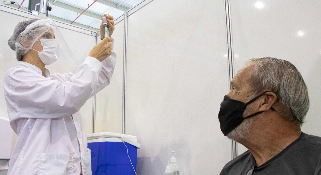 Motoristas e cobradores de ônibus de Curitiba serão imunizados com vacina da Janssen nesta segunda-feira (28)