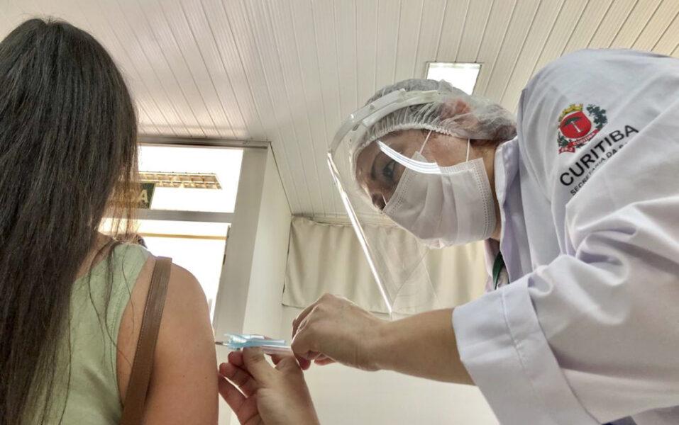 Mais de 630 mil pessoas já foram vacinadas contra a Covid-19 em Curitiba