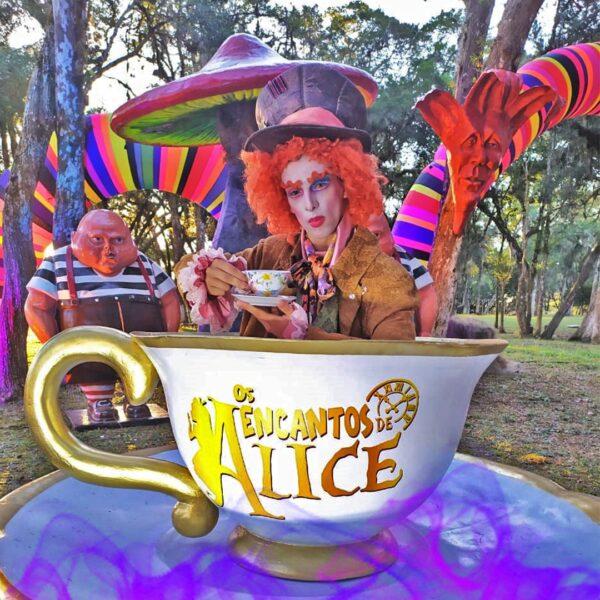 """Caminho do Vinho recebe """"Os Encantos de Alice"""", maior espetáculo drive-in do Brasil."""