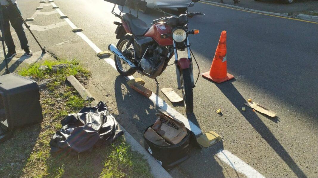 Motoboy morre em acidente e tem pertences roubados em Curitiba