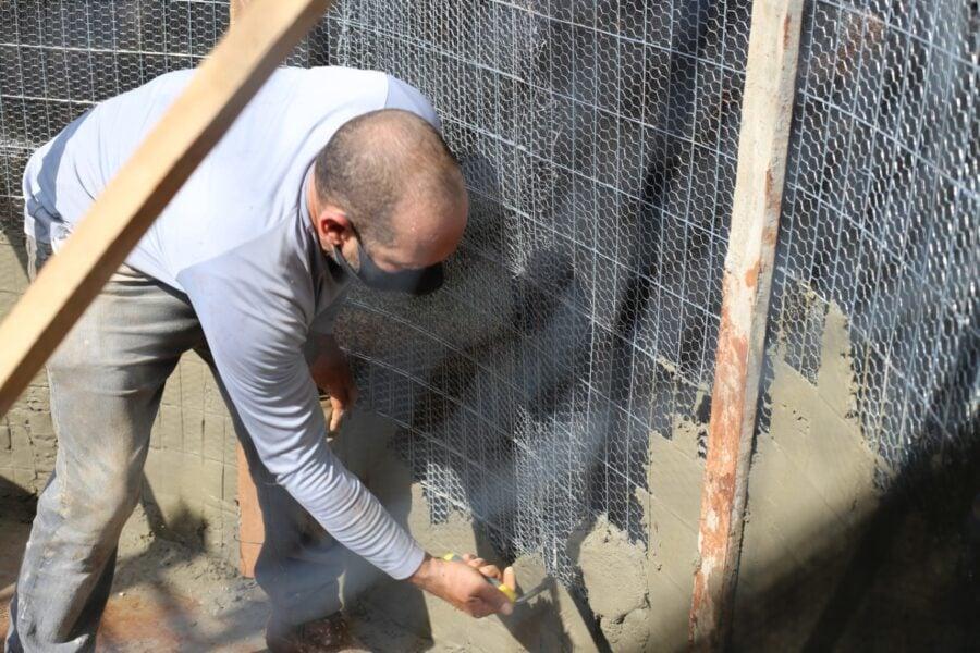 Oficina da Secretaria de Meio Ambiente ensina egressos do patronato a construir cisterna em ferrocimento
