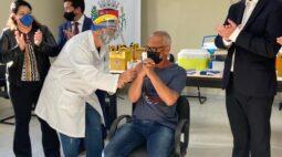 Maringá inicia vacinação em servidores da limpeza contra Covid-19