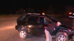 Motorista capota caminhonete nova e sem seguro na Rodovia dos Minérios