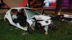 Jovens ficam feridas após bater carro contra árvore no Contorno Norte