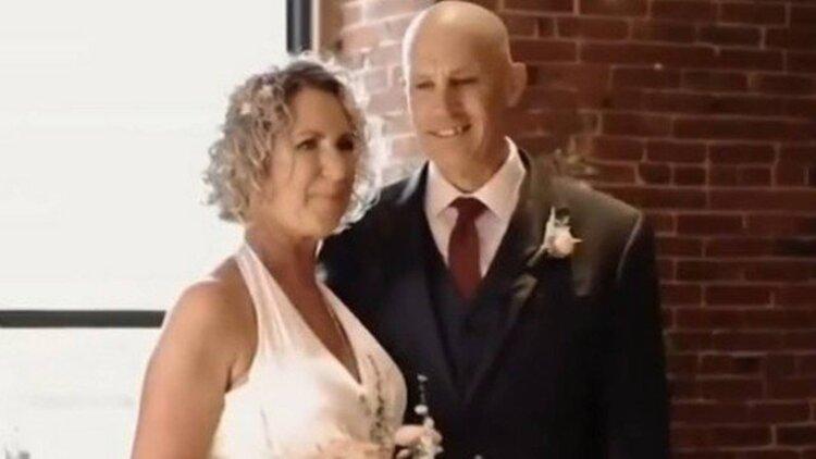 Homem com Alzheimer pede a mão da própria esposa em casamento