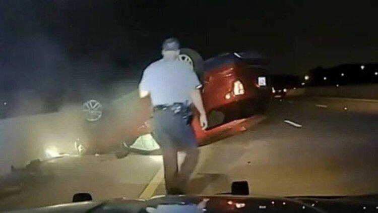 Policial capota carro de grávida após se irritar com a demora para ela encostar o carro
