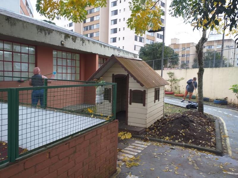 Veja a lista de escolas e CMEIs que voltam às aulas nesta segunda-feira (19), em Curitiba