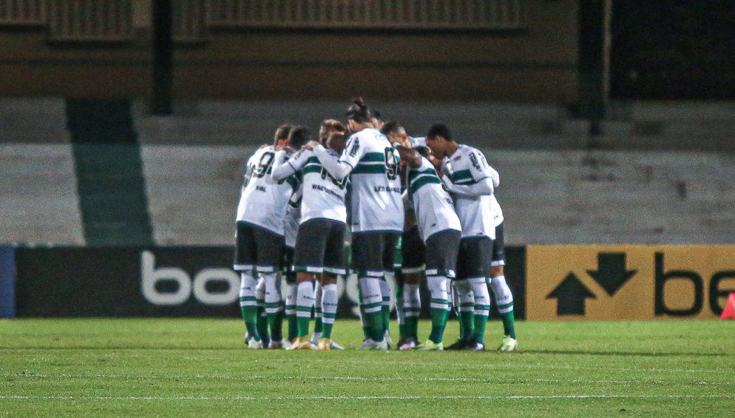 Cruzeiro x Coritiba: desfalques, escalações e arbitragem