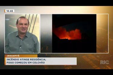 Incêndio atinge residência, fogo começou em colchão