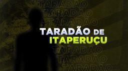 Jovem enfia a mão na bermuda e começa a se tocar no meio da rua, pra todo mundo ver em Itaperuçu