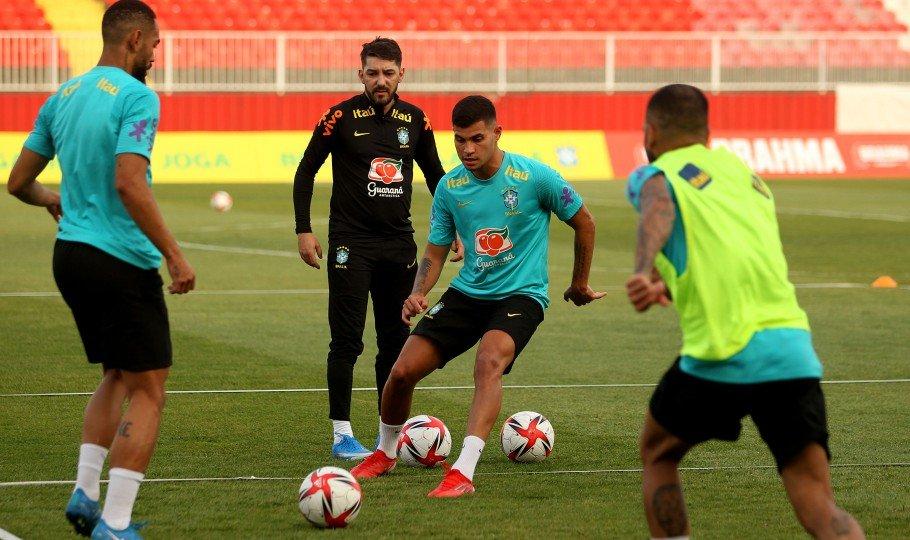 Com Bruno Guimarães e Martinelli, Seleção Olímpica faz primeiro treino na Sérvia