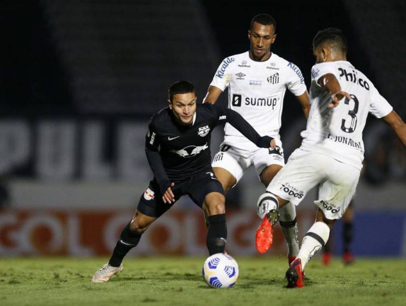 """Destaque do Bragantino, Artur fala sobre bom momento e nega mágoa do Palmeiras: """"Tenho gratidão"""""""