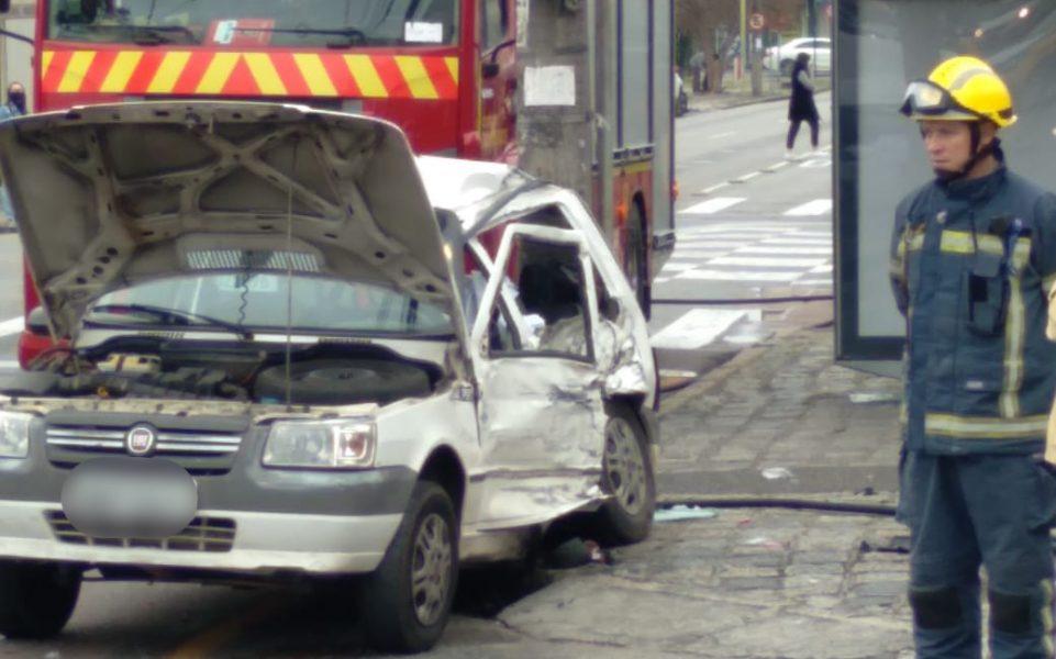 Acidente entre carro e Van deixa um morto e três feridos no Alto da XV, em Curitiba