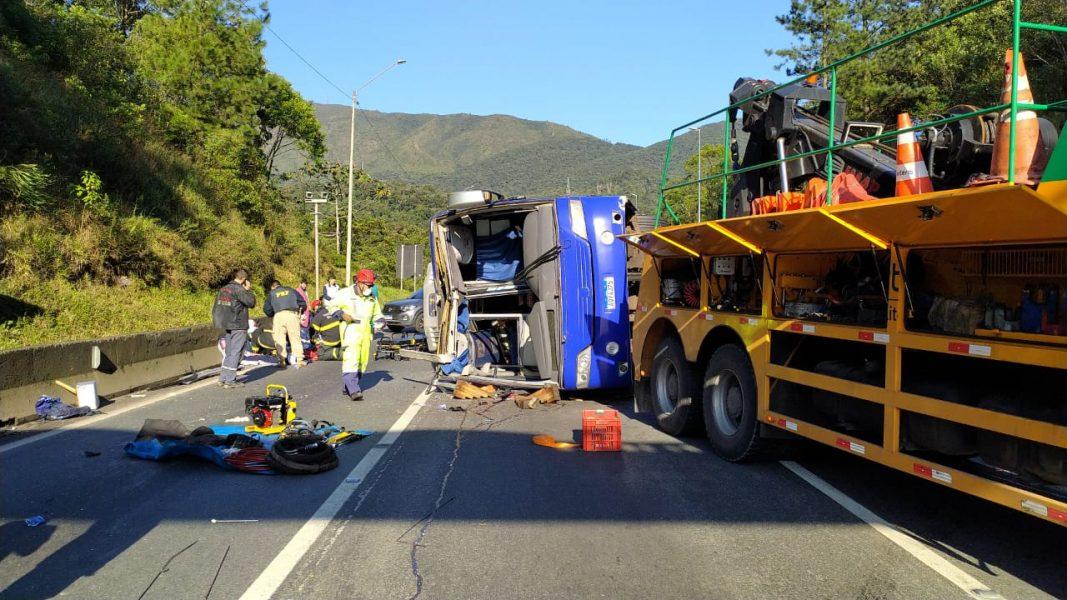 PRF confirma duas mortes em acidente com ônibus de time de futsal, na BR-376