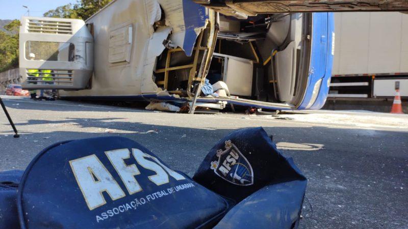 Vítimas do acidente com o ônibus do Umuarama Futsal na BR-376 voltam para casa