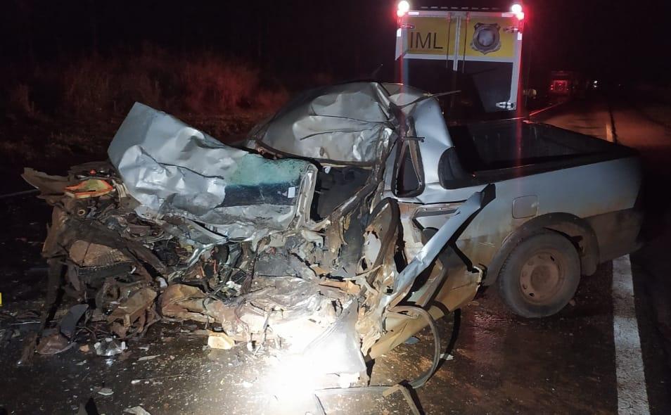 Homem morre após veículo bater contra duas carretas na região de Paranavaí