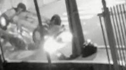 Vídeo: Câmera de segurança grava momento em que carro capota na rua Guaporé, em Londrina