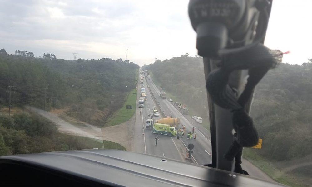 Acidente entre caminhão e motocicleta deixa duas pessoas feridas na BR-277