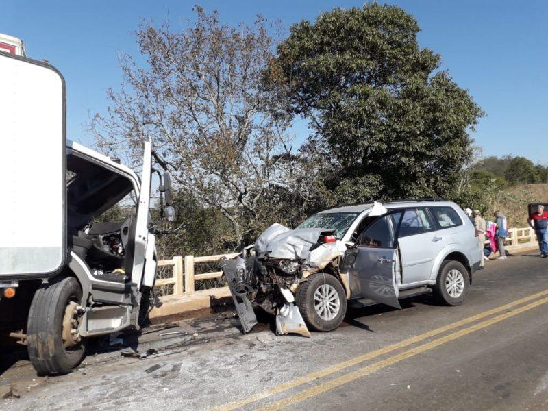 Acidente envolvendo dois caminhões e um carro deixa 7 feridos no Sudoeste