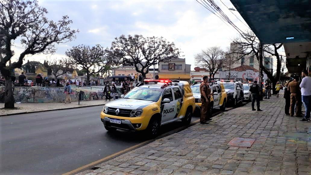 Cerca de 1.200 pessoas são flagradas em aglomerações em Curitiba durante o final de semana