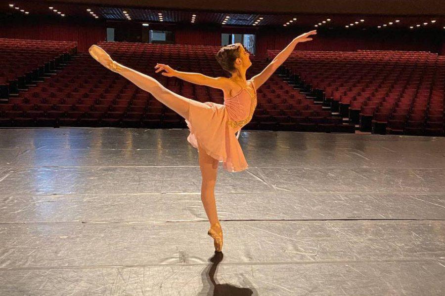 Aluna da Escola de Dança Teatro Guaíra é finalista de concurso internacional