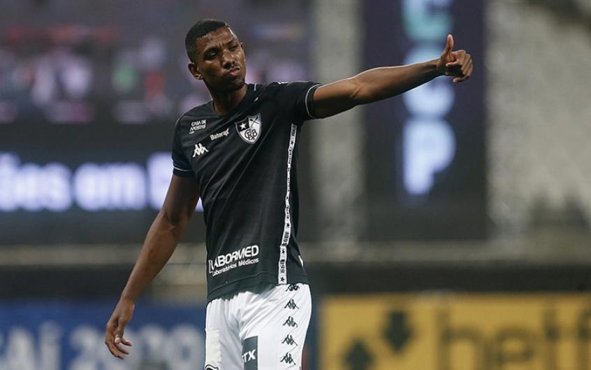 Santos está de olho no zagueiro Kanu, do Botafogo