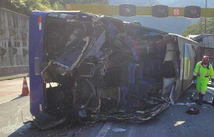 Saiba o estado de saúde das vítimas do acidente grave que envolveu um ônibus na BR-376
