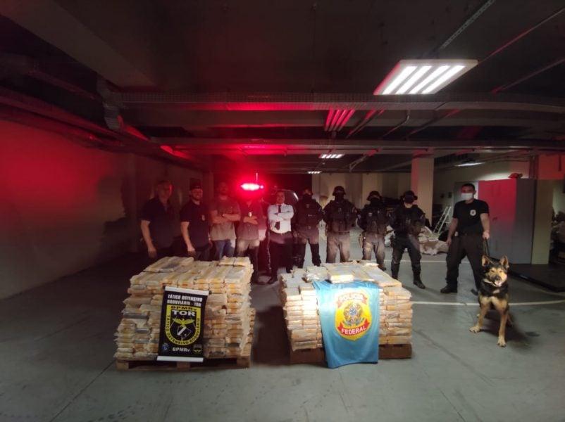 PF de Guaíra encontra 1 tonelada de cocaína em duas carretas e realiza maior apreensão da história