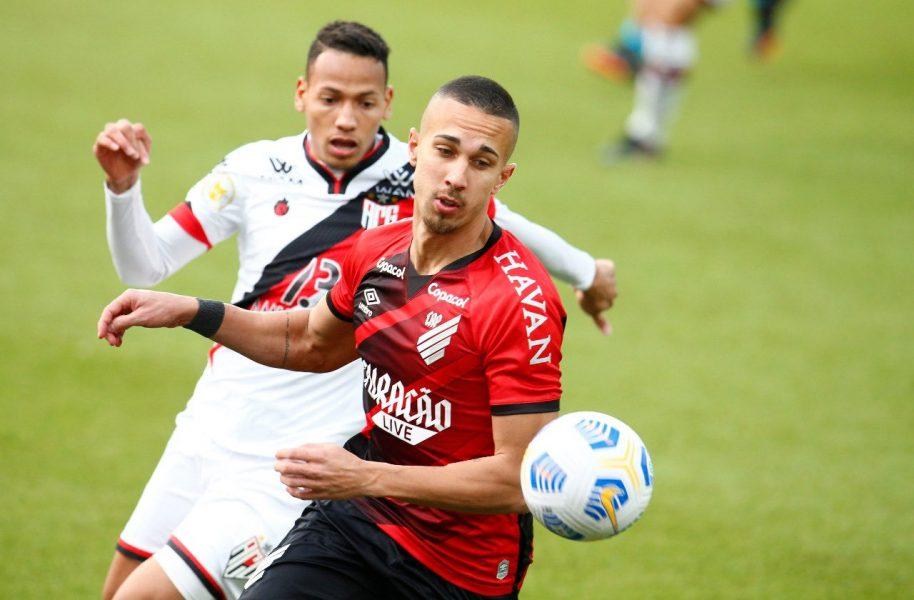 David Terans decide e Athletico vence o Atlético-GO por 2 a 1, na partida de ida das oitavas de final da Copa do Brasil